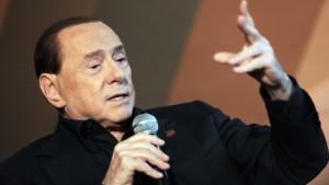 """Silvio Berlusconi: """"Grillo come Hitler"""""""