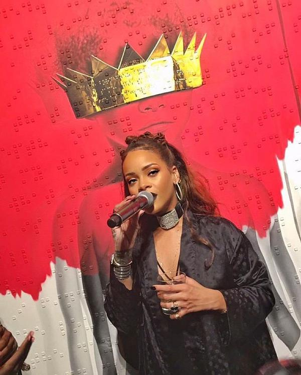 "Rihanna Presenta Cover ""Anti"", Nuovo Disco"