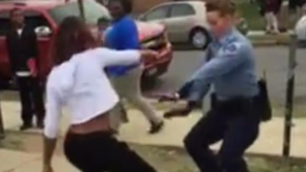 Poliziotta Usa Spiazza Teenager Ballando