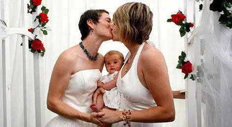 Napoli, Trascrizione Atto Nascita Figlio Coppia Gay