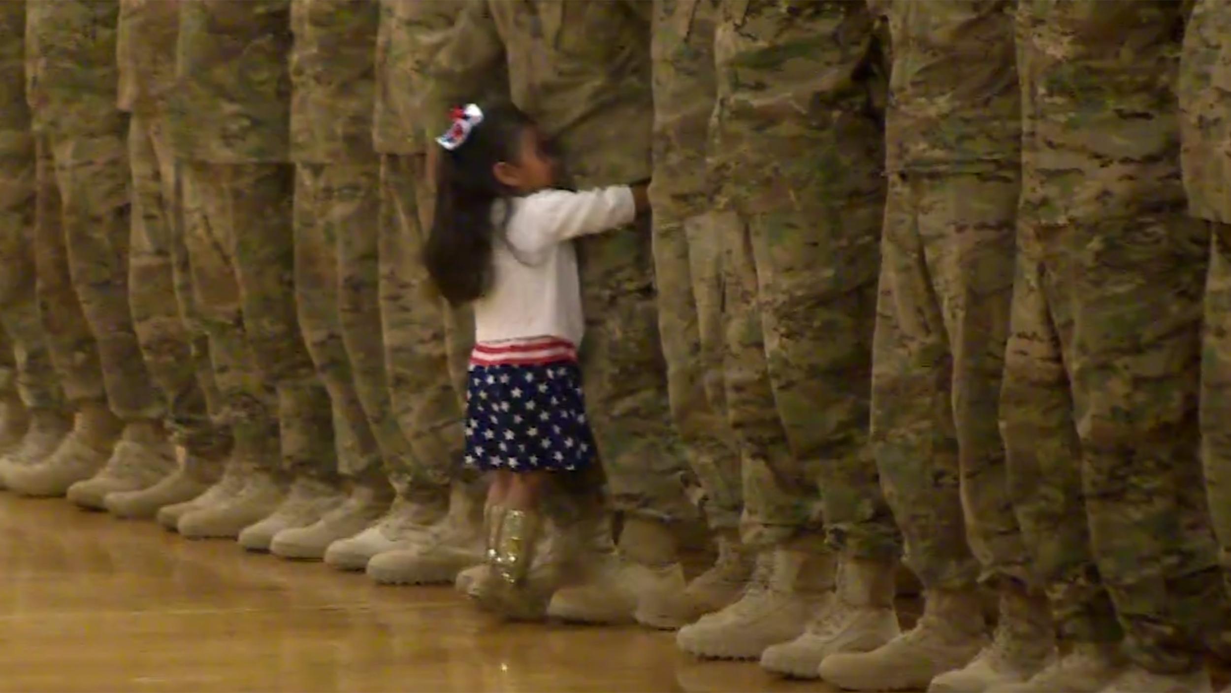 Usa, Karis Abbraccia il Padre