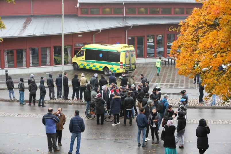 Svezia, Terrore a Scuola: Folle Mascherato Uccide Professore