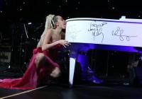 Miley Cyrus Lecca Pianoforte