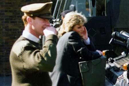 Lady Diana, Hewitt Tenta Vendita Lettere d'Amore