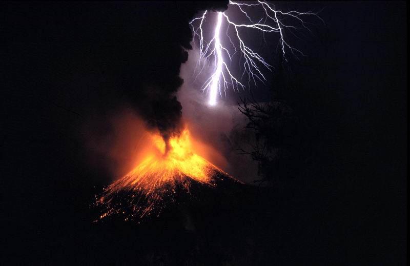 Indonesia: Vulcano Rinjani Erutta, Voli Cancellati