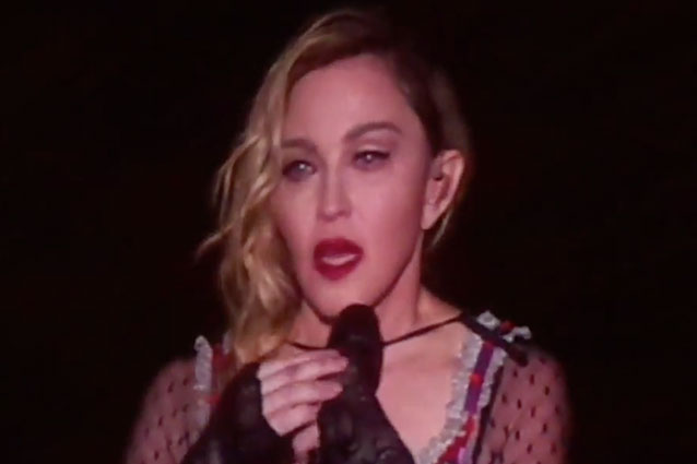 Madonna Piange Vittime Parigi ma non Cancella Concerto