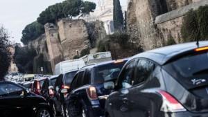 Roma, smog record: blocco totale circolazione?