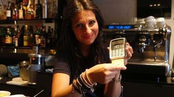 Bancomat anche per pagare un caffè: emendamento a legge Stabilità