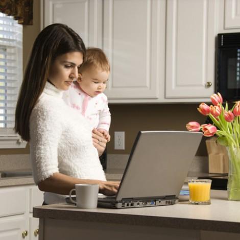 Istat: donne italiane rinunciano al lavoro per impegni familiari