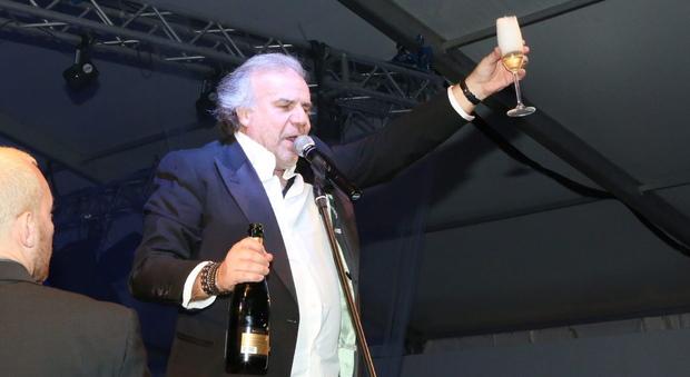 Cortina d'Ampezzo: finge di essere segretario generale Gdf per Capodanno con Jerry Calà