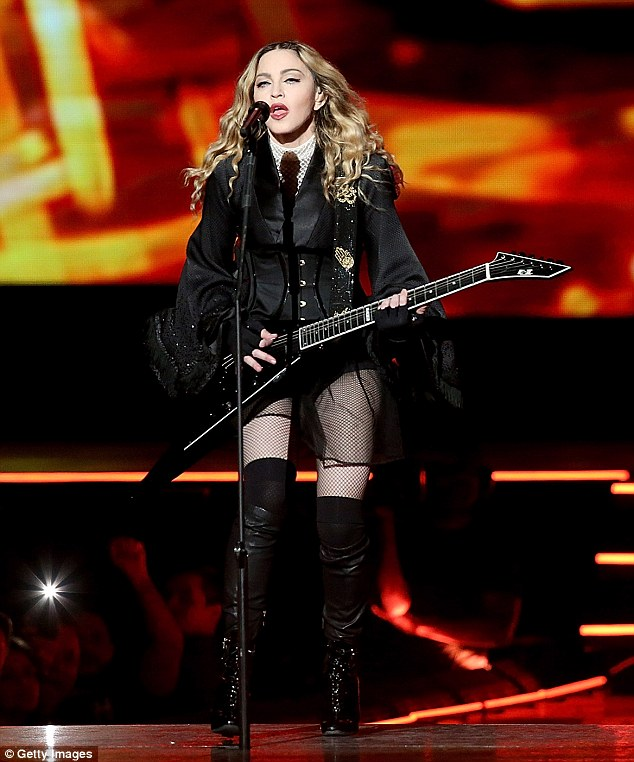 Madonna alticcia al concerto in Kentucky