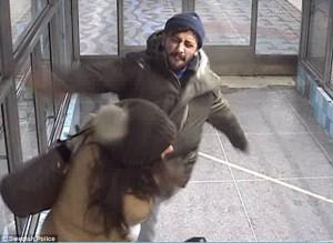 Svezia, picchiò e sputò a donna: tunisino spedito in Danimarca