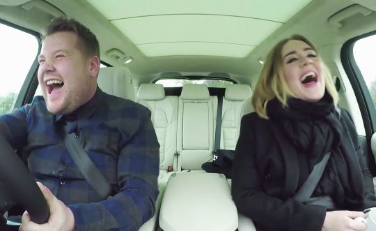 "Adele intona ""Hello"" in macchina: video virale"