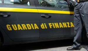 Napoli, maxi sequestro detergenti intimi contraffatti