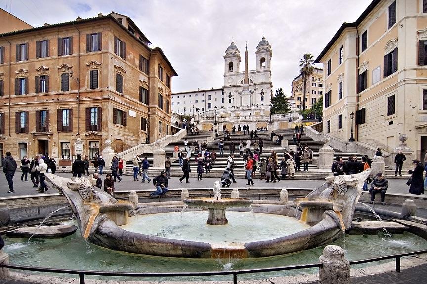 Roma, furto monete fontana Barcaccia