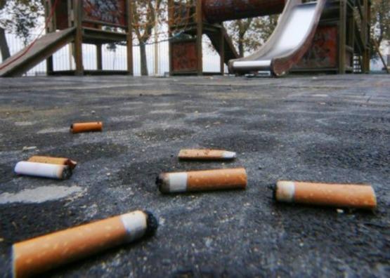 Ambiente, multa per chi getta cicche sigarette a terra