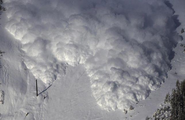 Svizzera, valanga travolge sciatori