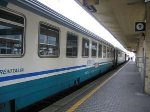 Roma, sassi contro treni: passeggera ferita all'orecchio