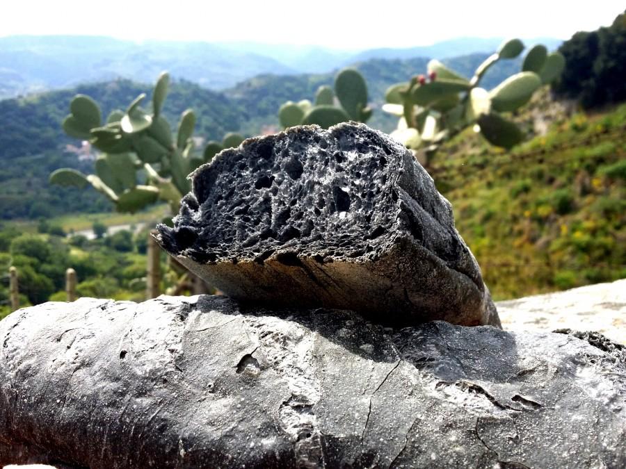 Pane al carbone: fornai rischiano denuncia
