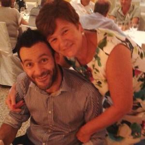 Emirati Arabi: Madre e Figlio Disabile in Ostaggio