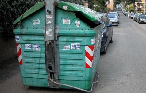 Modena, Bebè Morto in Cassonetto Rifiuti