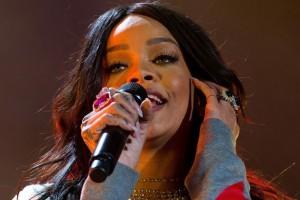 Rihanna Ha Problemi alle Corde Vocali