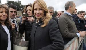 Giorgia Meloni Incinta: Annuncio al Family Day Scatena Polemiche