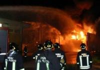 Ponticelli, Esplosione in Casolare: Tetto Crolla