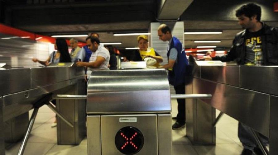 Metro Milano: Tornelli D'uscita Chiusi