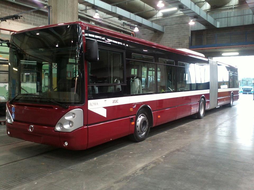 Atac, Passeggera Colpita da Pannello Bus