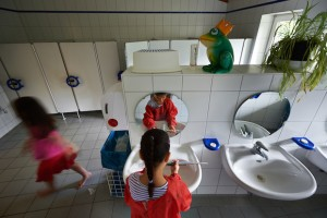 Roma, Disabile Violentato da Insegnante nel Bagno della Scuola | zz7 ...