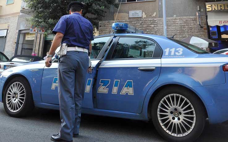 Poliziotto faceva prostituire moglie a Palermo