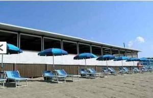 Castiglione della Pescaia: pavimento ristorante cede