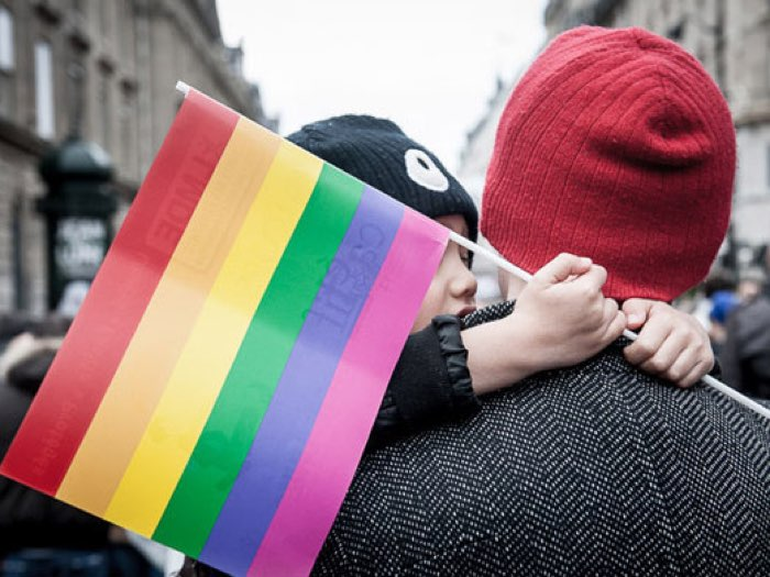 Stepchild adoption: giudici romani autorizzano gay ad adottare figlio compagno