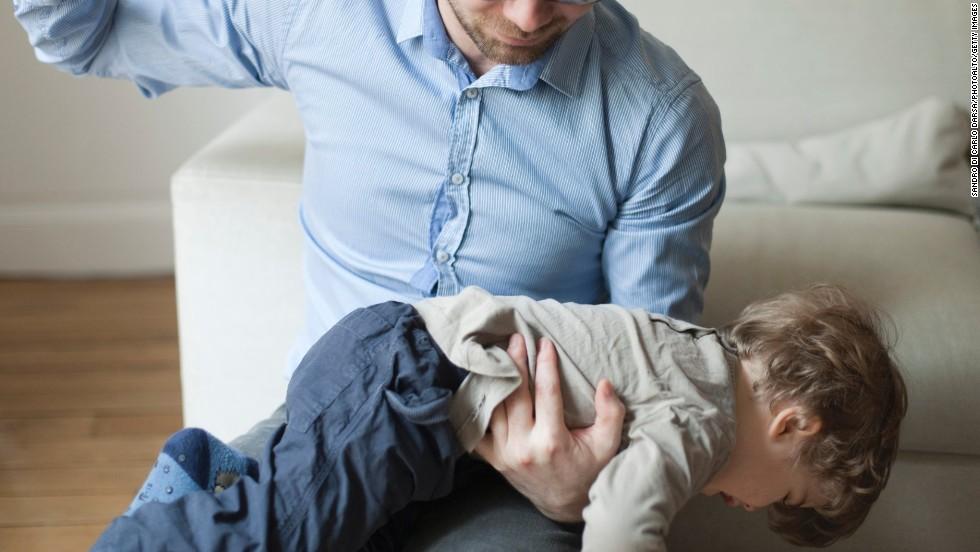 Sculacciare bimbi inutile e dannoso per sviluppo psichico
