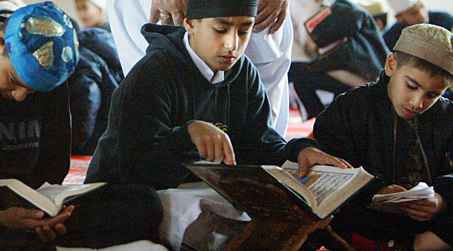 Studenti musulmani in Svizzera non stringono mano a prof