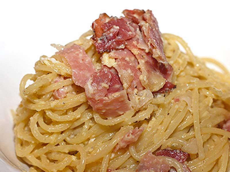 Carbonara snaturata dai francesi oltraggio alla cucina for Piatto tipico romano