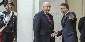 Renzi: re Harald V nega stretta mano