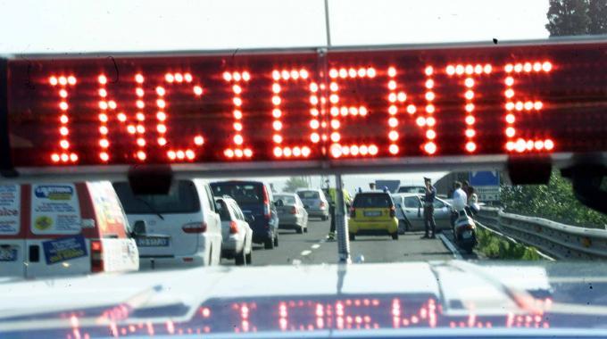 Pescara, coniugi muoiono su Fiat 500