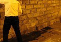 Eboli, aggredito da uomo che urinava per strada