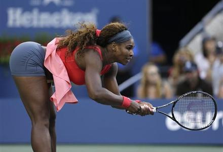 Serena Williams mangia cibo cani
