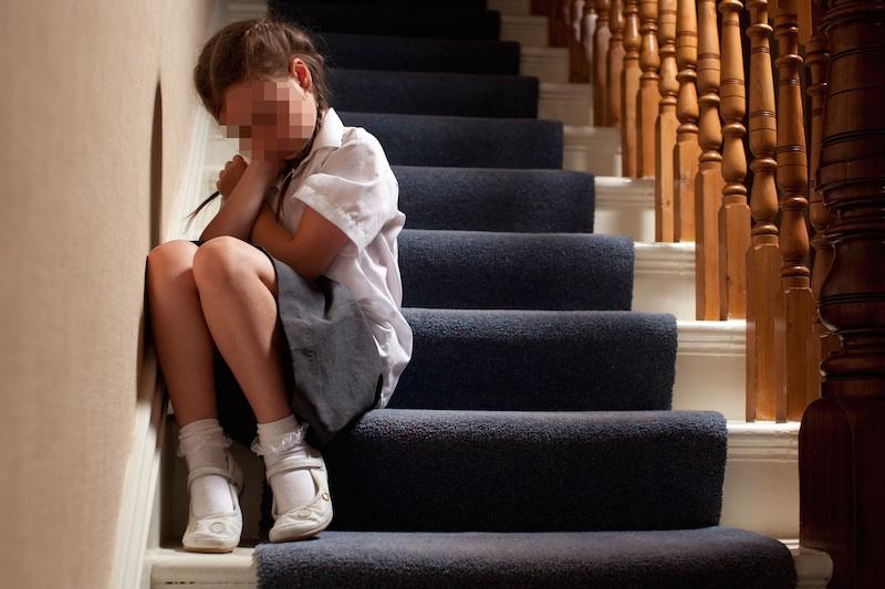Pedofilo abusa di bimba in parrocchia