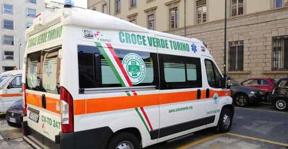 Torino, furgone contro edicola Piazza Castello