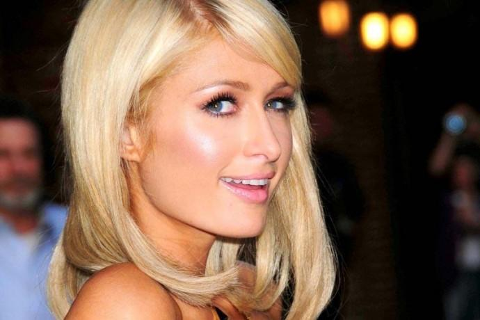 Paris Hilton a Milano: selfie e autografi a via Montenapoleone