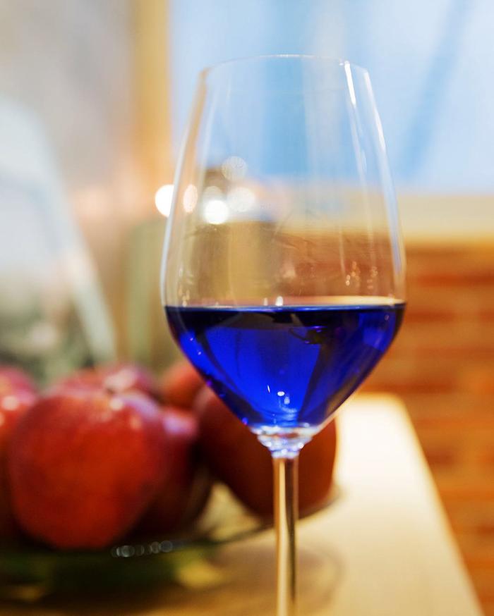 Spagna: vino blu creato da start-up
