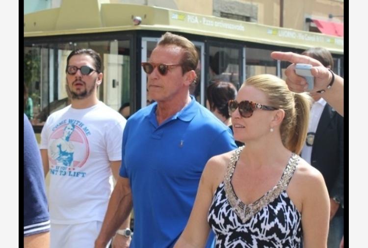 Arnold Schwarzenegger turista a Pisa