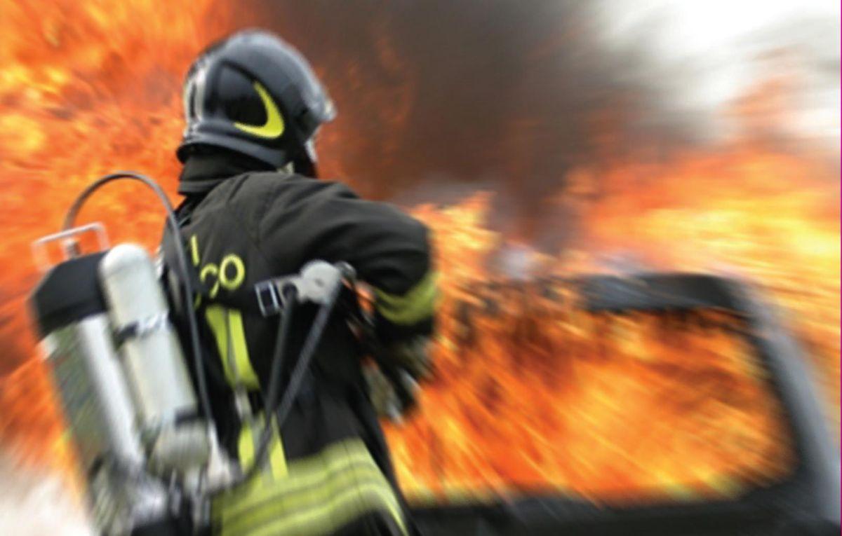 Traforo del Gran Sasso: auto incendiata, file interminabili
