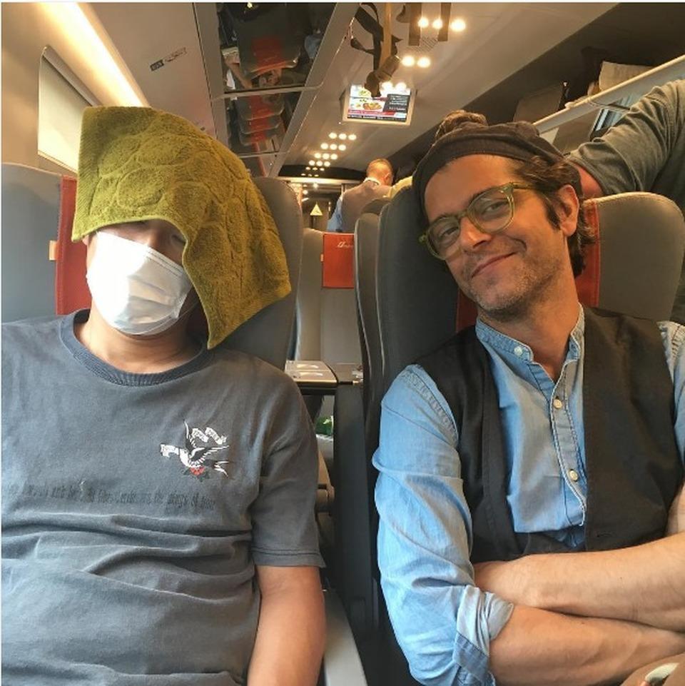 Samuele Bersani, polemiche per post sul giapponese in treno