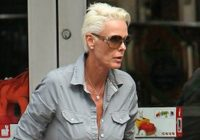 Attentato a Monaco: Brigitte Nielsen fa figuraccia su Twitter