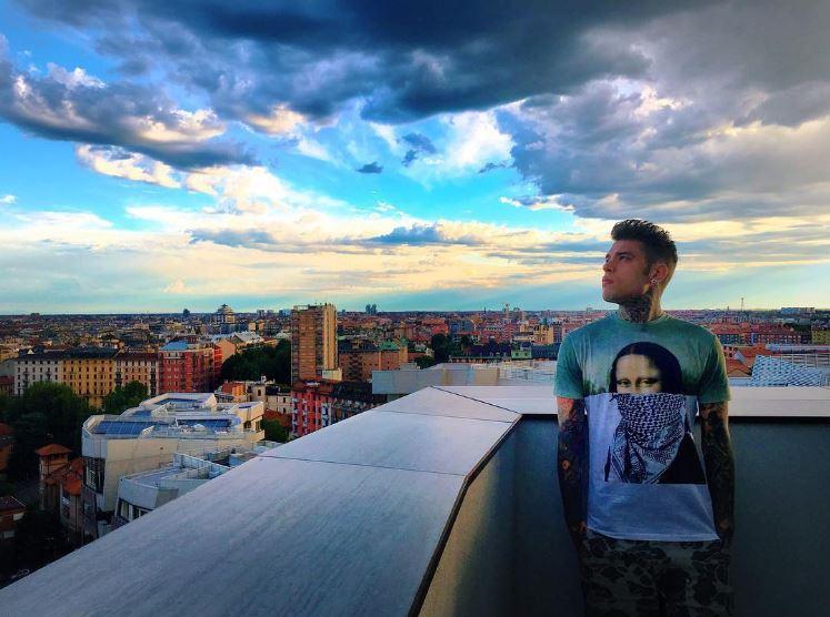 Fedez spende 2 milioni di euro per superattico a Milano